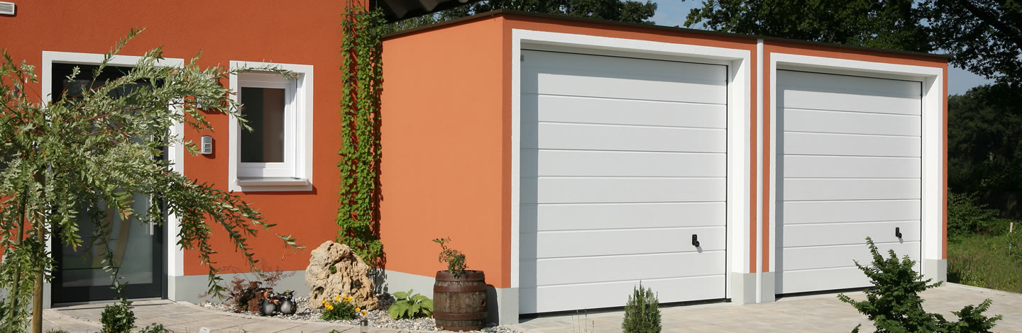 Doppelgarage in orange - passend zur Hausfarbe