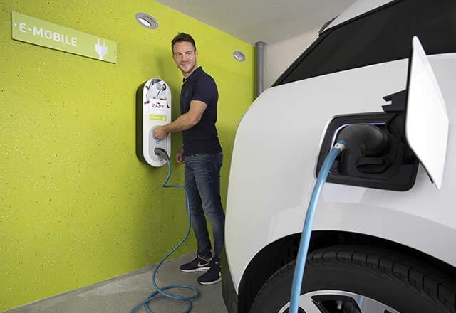 Ladestation für Elektroautos in der Garage